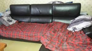 bon coin canape le bon coin il vend un canapé d angle qui cache une chose incroyable