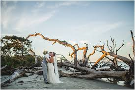 island wedding photographer driftwood jekyll island wedding destination
