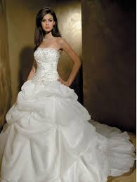 taffeta princess wedding dress with corset for spring sang maestro