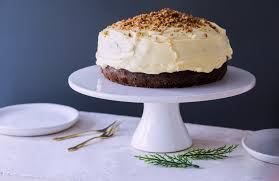 chelseawinter co nz un christmas cake with toffee nut crunch
