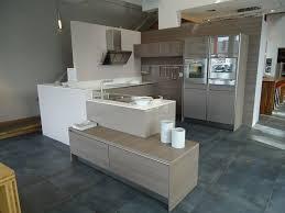 cuisine taupe et bois cuisine blanc taupe idées de décoration capreol us