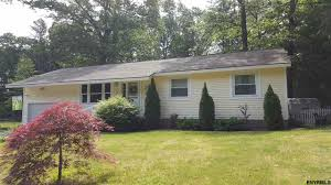 real estate pending 198 geyser rd saratoga springs ny 12866