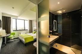 hotel strasbourg dans chambre salle de bain avec baignoire photo de athéna hôtel spa