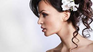 medium length hairstyles for a round face 3 wedding day hairstyles for round faces howcast the best how
