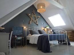 deco chambre comble chambre adulte colorée maison dans la prairie chambre