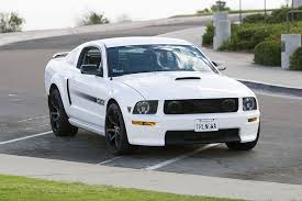 Black 2005 Mustang White Stangs With Black Rims The Mustang Source Ford Mustang