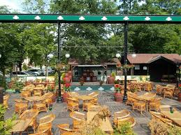 how to create an inviting beer garden for a pub bar or restaurant