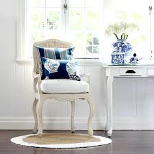 Round Decorator Table by Round Rugs Roundup Diy Decorator
