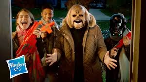 spirit halloween chewbacca star wars u0027happy holidays from chewbacca mom u0026 her carolers