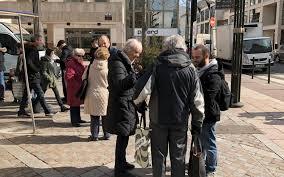 bureau de poste a proximité 1200 signatures pour sauver un bureau de poste de levallois le