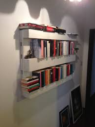 the easiest bookshelf made from one single pallet u2022 pallet ideas