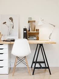 bureau trepied 50 awesome workspaces offices studio spaces and desks