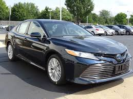 new 2018 toyota camry hybrid xle 4d sedan in naperville c30676