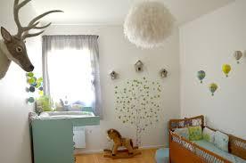 theme chambre bébé mixte idée chambre bébé cadre meuble couleur blanc garcon pour decorer