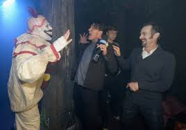 halloween horror nights at universal studios you need to see these pictures of evan peters actually scared of