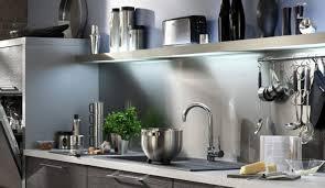 barre suspension cuisine plan de travail pour cuisine blanche quelle crdence et quelle