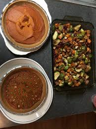 two easy thanksgiving recipes pumpkin pie roasted veggie side
