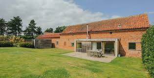 quaker barns modern barn conversion holiday cottages in norfolk