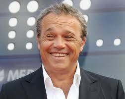 Quando mancano cinque giorni al debutto della nuova serie de I Cesaroni, il protagonista Claudio Amendola parla al settimanale Gente. - Claudio-Amendola-I-Cesaroni
