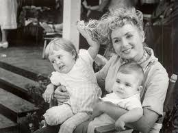 Debbie Reynolds by Read The Most Revealing Quotes From Hbo U0027s Carrie Fisher And Debbie