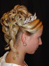 curly hair hairstyles for parties