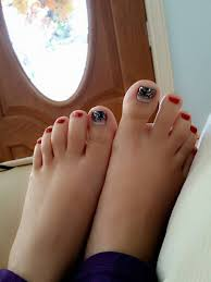 pamper your feet with toe nail polish salon finder