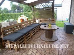 terrazze arredate foto terrazza arredata con pallet e una bobina di legnomobili con