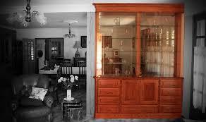 vitrine de cuisine meuble de séparation vitrine en chêne teinté verni éclairage leds