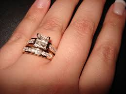 Wedding Ring Hand by Wedding Bands U0026 Engagement Rings