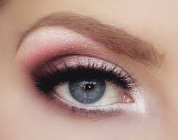 the glamour eye makeup is great for women with small eyes if you are wearing a pink dress for a party tonight you can easily use this idea