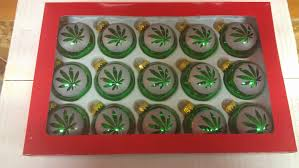 how to throw a cannabis christmas party greenito