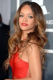 Frisuren Mittellange Haare Mittelscheitel by Ebenfalls Sehr Schön Der Grammy Look Rihannas Frisuren