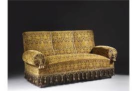 canape de style canapé de style napoléon iii en velours vert à décor floral dans