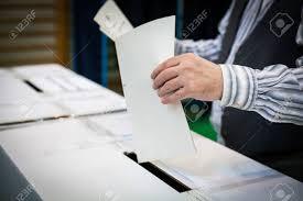 tenir un bureau de vote d une personne jetant un scrutin à un bureau de vote lors du
