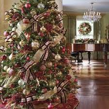 Decorated Christmas Trees by 12 Christmas Tree Decorating Ideas Garlands Christmas Tree And