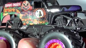 monster truck jam videos monster jam truck grave digger halloween 2014 limited edition