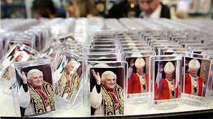 pope souvenirs rome finding the souvenir finding the souvenir
