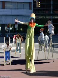 clown stilts clown on stilts pictures freaking news