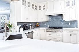 blue kitchen backsplash white cabinets what color backsplash goes with white cabinets in the