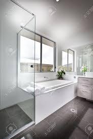 interieur salle de bain moderne salle de bains moderne minimaliste intérieur d u0027une cabine de