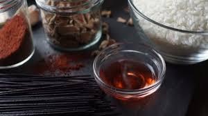 le gingembre en cuisine nouilles de riz noir vinaigre et le gingembre cuisine asiatique