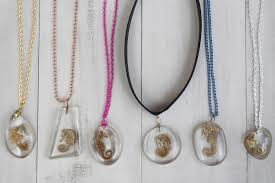 resin necklace pendants images Seahorse in resin necklace pendants crafts and diy eti resin blog jpg