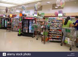 publix customer stock photos u0026 publix customer stock images alamy