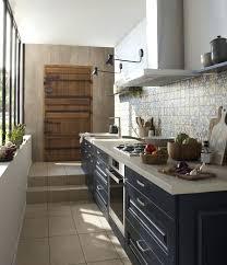 mat iel professionnel cuisine table de cuisine etroite une cuisine actroite mieux avec des vitres