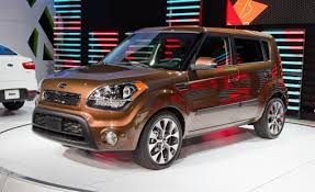 kia soul reviews kia soul price photos and specs car and driver