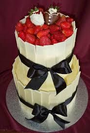 hochzeitstorte erdbeeren ausgefallene torten hochzeitstorte erdbeeren dekoration wedding