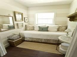guest bedroom decorating ideas decorating a small guest bedroom chezbenedicte furniture small