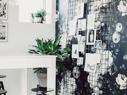 papier peint bureau un bureau féminin et élégant grâce au papier peint decocrush