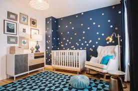 chambre bébé bleu décoration chambre bébé en 30 idées créatives pour les murs blue