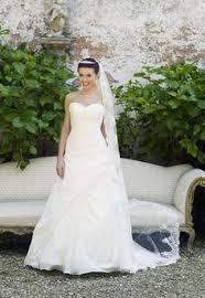 brautkleid lilly gebraucht lilly elegantes lilly hochzeitskleid mit schleppe http www